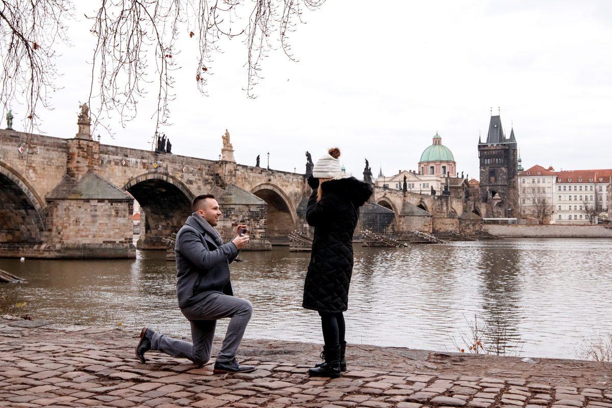 Фотосъёмка предложения руки и сердца в Праге